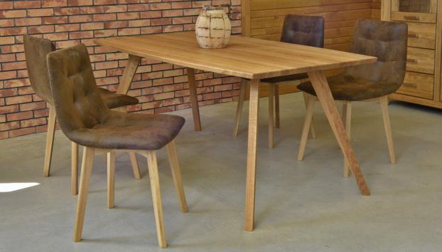 retro lakberendezés - tölgyfa asztal és székek